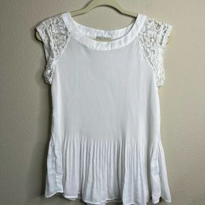 Status by Chenault Women's White Crinkle Top Lace Sleeve Size Medium